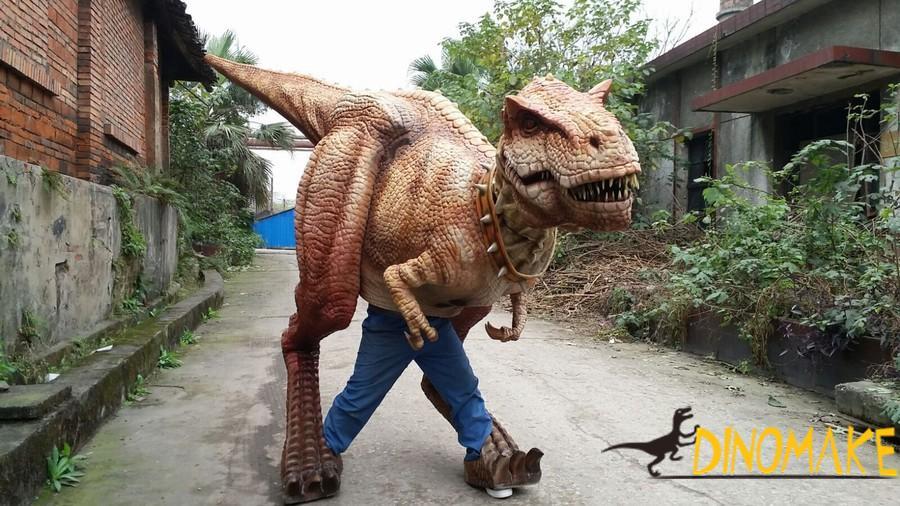 Real dinosaur costumes in children's amusement park