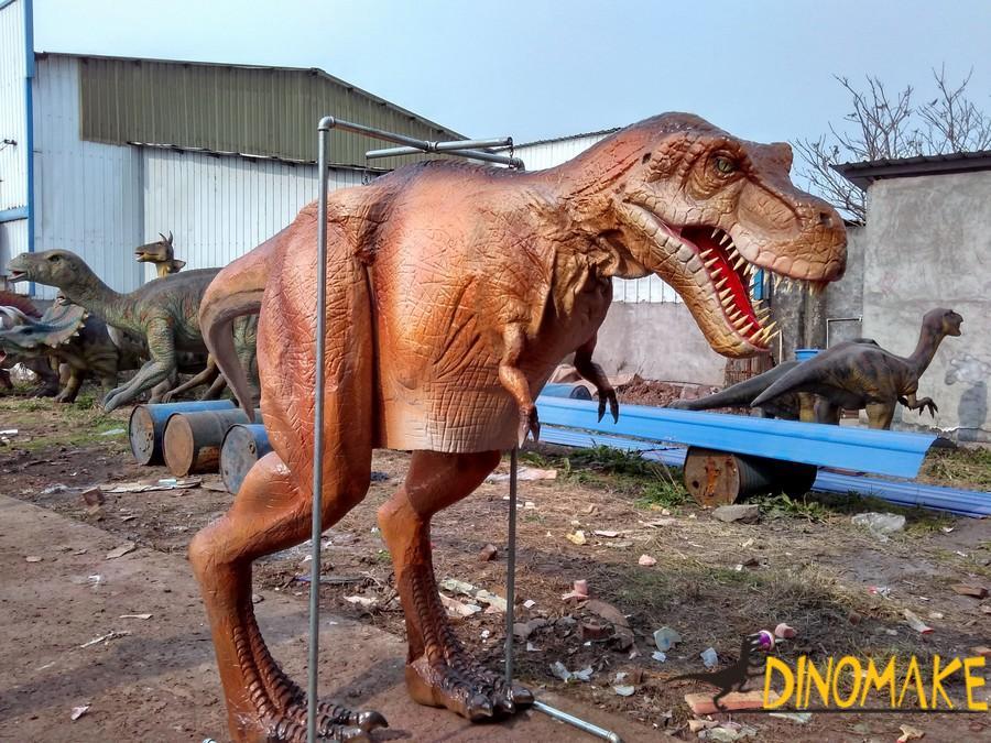 Walking dinosaur costumes in children's amusement park