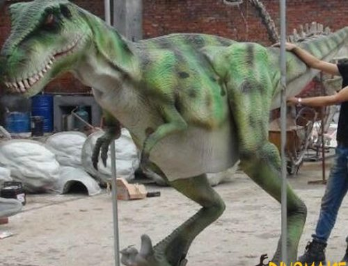 Walking dinosaur costumes in children's amusement park