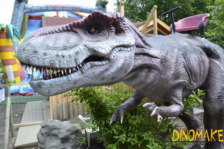 walking with animatronic dinosaur ride of children