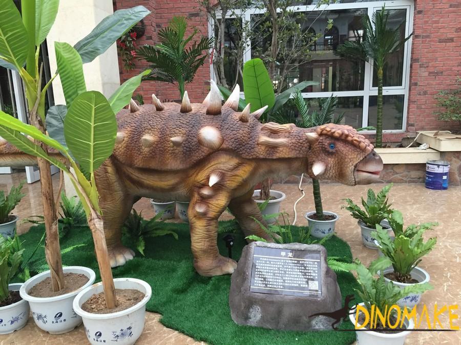 Animatronic dinosaurs activity process to set up a big battle