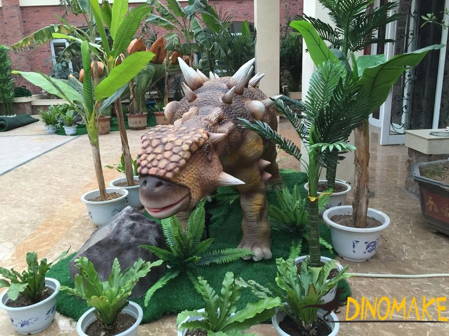 Animatronic of dinosaur activity process to set up a big battle