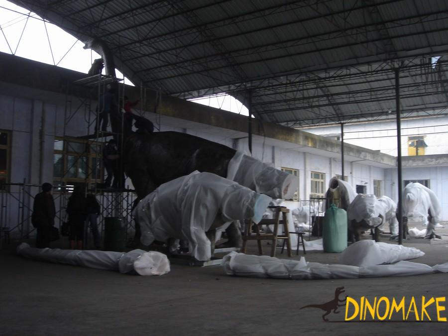 Jurassic T-rex Animatronic dinosaur and meandering dragon