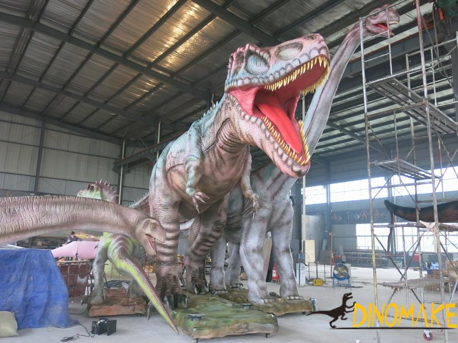 The Large Animatronic dinosaur model