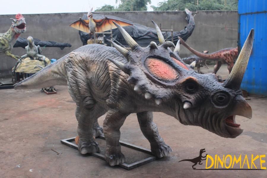The largest animatronic dinosaurs park