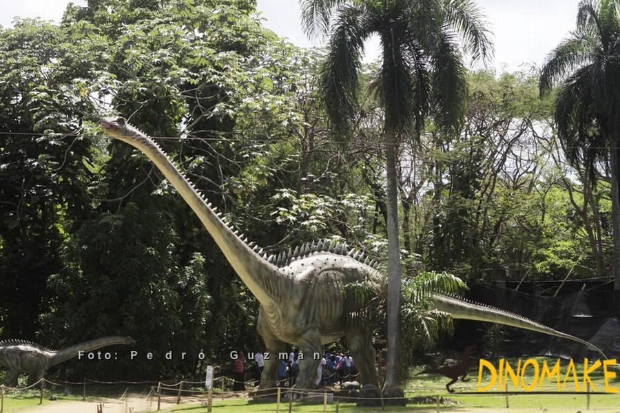 The longest diplodocus Animatronic dinosaurs in Japan