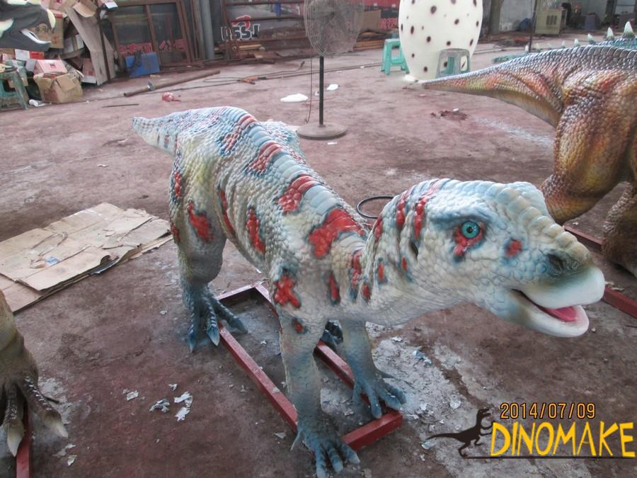 The love dinosaur in the Animatronic dinosaur-the Maiasaura
