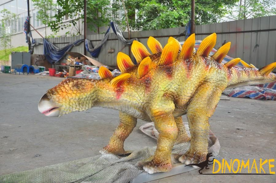 The use of animatronic dinosaurs and the advantages of exhibition