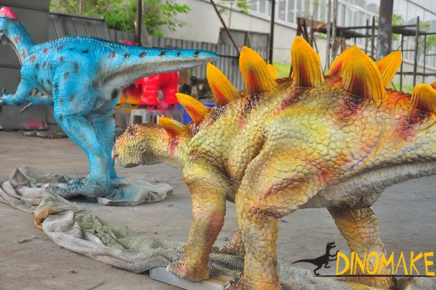 Use of animatronic dinosaurs and the advantages of exhibition