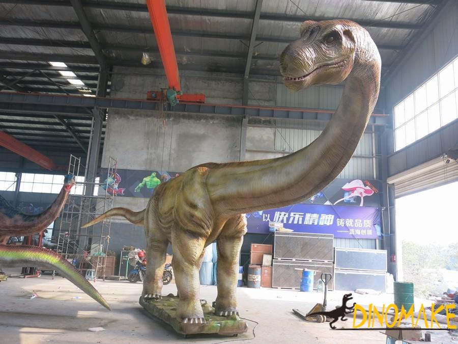 Big family of carnivorous dinosaurs in animatronic dinosaurs