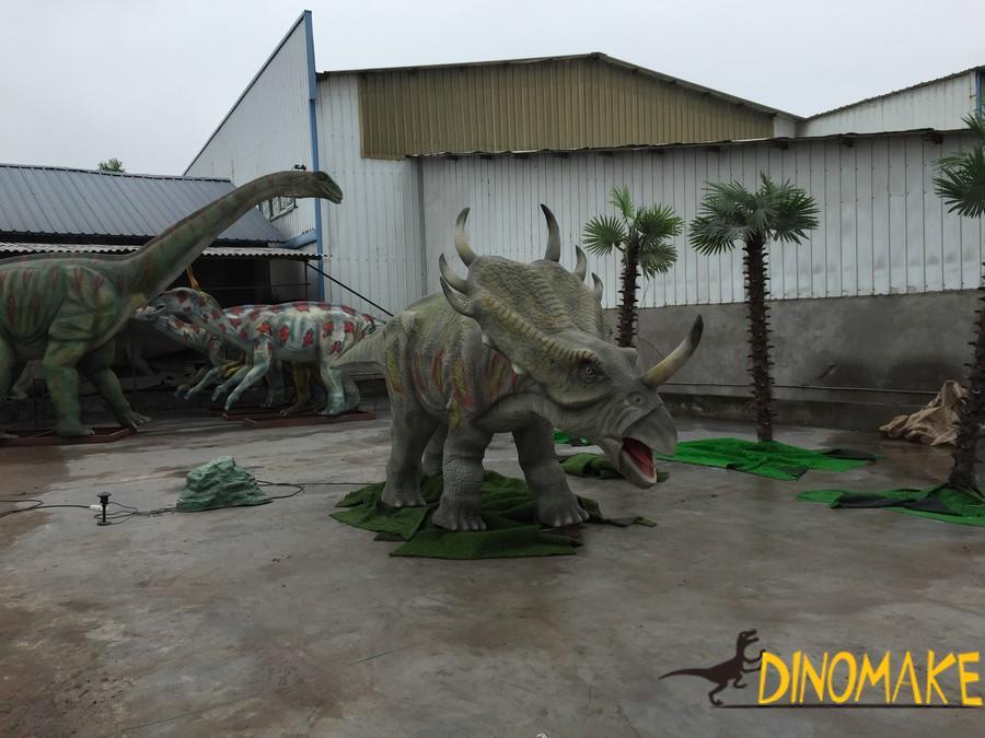 Styracosaurus like a Animatronic dinosaur Triceratops