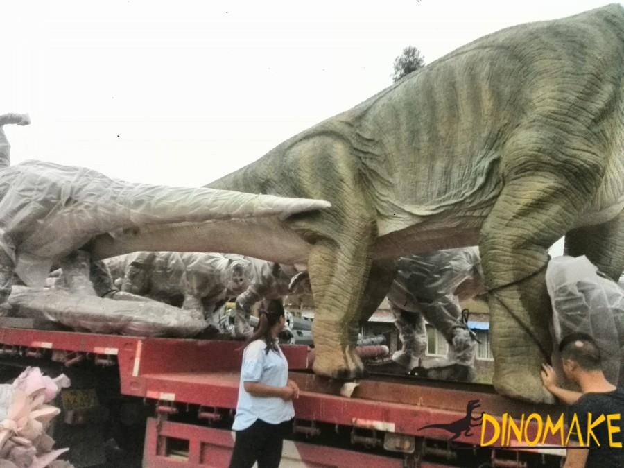 animatronic dinosaur exhibition plant arrangement